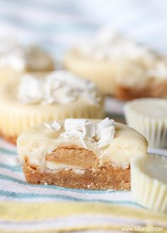 Mini Peanut Butter Cheesecakes - simple, delicious and makes the perfect serving size. These are so great for parties and get togethers!!