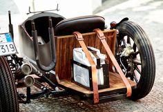 D-Side jako moderní sajdkára od Deus Ex Machina Deus Ex Machina, Honda Scooters, Honda Motorcycles, Cars And Motorcycles, Ural Motorcycle, Spin Bikes, 3rd Wheel, Mens Gear, Hot Bikes