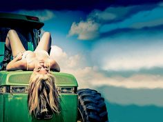 Hot Blonde Country Girls With Tractors : Gears and Girls