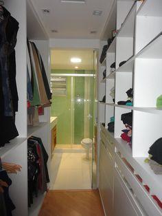 ideas closet casal com banheiro pequeno ideas double closet with small bathroom Make A Closet, Double Closet, White Closet, Walk In Closet, Closet Doors, Master Bedroom Closet, Bathroom Closet, Bathroom Interior, Small Bathroom