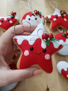 Christmas Makes, Noel Christmas, Christmas Toys, Christmas Projects, Handmade Christmas, Christmas 2019, Felt Christmas Decorations, Felt Christmas Ornaments, Christmas Favors