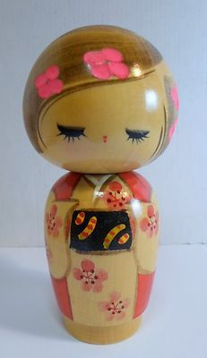 PiNK GiRL KoKeSHi DoLL ___The single large brush stroke of her hair. Momiji Doll, Kokeshi Dolls, Vintage Japanese, Japanese Art, Bratz, Clothespin Dolls, Asian Doll, Wooden Dolls, Vintage Dolls