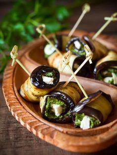 Roulés d'aubergine au pesto et à la feta : Recette de Roulés d'aubergine au…