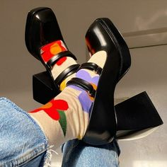Dr Shoes, Swag Shoes, Me Too Shoes, Look Fashion, Fashion Shoes, Autumn Fashion, Fashion Outfits, Womens Fashion, Looks Style