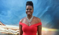 leslie jones | Leslie Jones Wore A Stunning Christian Siriano Gown To The ...