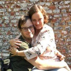 Hoe+knuffel+je+iemand+in+een+rolstoel?