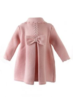 Knitted coat for girls knitted bobo and figure eight in camel color - Babykleidung Knitting For Kids, Baby Knitting, Crochet Baby, Baby Cardigan Knitting Pattern, Lace Knitting Patterns, Baby Girl Jackets, Baby Girl Sweaters, Baby Coat, Knitted Coat