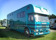 This 1983 Oakley Supreme HGV horsebox travels up to five horses | For sale on HorseDeals.co.uk