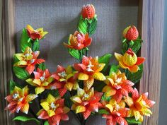 Floral Wreath, Wreaths, Home Decor, How To Make Crafts, Fake Flower Arrangements, Painted Bottles, Paper Flowers, Green, Crafts