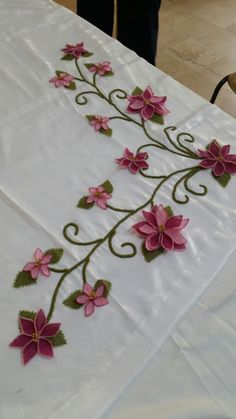 Hand Embroidery Designs, Ribbon Embroidery, Embroidery Stitches, Embroidery Patterns, Recycled Crafts, Diy And Crafts, Bed Sheet Curtains, Table Covers, Adult Coloring