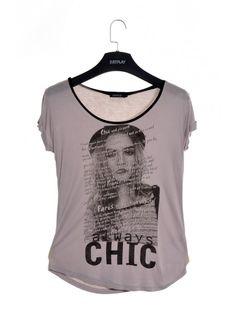 Štýlové dámske tričko v modernom strihu a dizajne. Tričko Chiclegant je z príjemného a pohodlného materiálu - ideálne na teplé letné dni. Buď trendy, buď JUSTPLAY.
