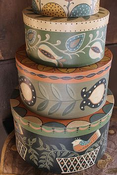 Folkartist Rebekah L. Smith designs and creates wool applique patterns inspired by historic American folk art. Tole Painting, Painting On Wood, Scandinavian Folk Art, Hat Boxes, Painted Boxes, Primitive Crafts, Wool Applique, Painted Furniture, Art Decor