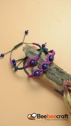 Beebeecraft tutorial on making Braided bracelet with gemstonebeads. Macrame Bracelet Patterns, Macrame Bracelet Tutorial, Diy Friendship Bracelets Patterns, Macrame Patterns, Jewelry Patterns, Macrame Bracelets, Leather Bracelets, Leather Cuffs, Micro Macrame Tutorial