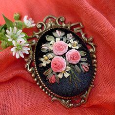 Купить Брошь с вышитыми розами Мой ампир - коралловый, розовый, брошь ампир, шикарная брошь