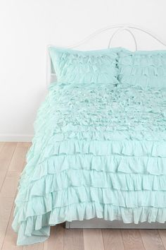 ruffle bedding :: swoon!