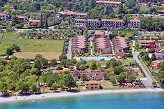 Residence Onda Blu - Manerba del Garda ... Garda Lake, Lago di Garda, Gardasee, Lake Garda, Lac de Garde, Gardameer, Gardasøen, Jezioro Garda, Gardské Jezero, אגם גארדה, Озеро Гарда ... Located in a unique position on the western shore of Garda Lake, Gulf of Manerba del Garda, the Hotel and Residence Onda Blu is situated in a 30,000 sqm park, directly by the lake, about 5 km from Salò and 12 km from Desenzano del Garda. It offers its guests maximum confor