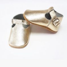 Goose & Gander, Ireland create luxury leather moccasins, wellington boots and soft sole shoes for little ones. Shop our luxury gifts, designed with baby and toddler exploration and comfort in mind. Oxford Boots, T Bar Shoes, Leather Baby Shoes, Toddler Sandals, Wellington Boot, Leather Moccasins, Baby Boots, Lace Up Booties, T Strap