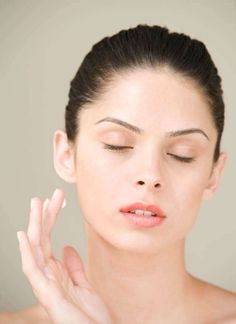 There are many ways to use glycerin on face, a miracle worker when it comes to skincare. Know how to use glycerin in your beauty applications and its benefits. Beauty Tips For Face, Health And Beauty Tips, Beauty Hacks, Clean Beauty, Beauty Skin, Glycerin Face, Dark Spots On Face, Face Skin Care, Blackhead Remover