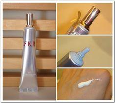 Kem chống nắng SK-II với công thức giàu dưỡng chất chống oxi hóa có tác dụng bảo vệ da khỏi sự ảnh hưởng của quá trình oxi hóa mỡ da do vậy có thể ngăn chặn các nhân tố làm tổn thương đến hàng rào bảo vệ da.  SK-II Whitening Source Dermdefinition UV Lotion còn chứa thành phần Pitera đặc biệt, giúp giữ nước, làm căng mịn bề mặt da, se khít lỗ chân lông và kiềm đầu tốt.