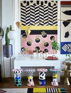 Get the lowdown on the maximalism-inspired trend that's taking over the world of interior design. The iconic design movement, known as Memphis Design, is back and here to stay. Contemporary Interior Design, Modern Interior Design, Interior Design Inspiration, Colour Pop Interior, Contemporary Stairs, Contemporary Cottage, Kitchen Contemporary, Contemporary Apartment, Contemporary Wallpaper