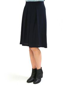 #Юбка миди темно-синего цвета из коллекции #Kaos. Модель с широкими складками зрительно вытягивают фигуру, но подразумевает облегающий верх. Сочетайте ее с топами, футболками и короткими приталенными жакетами. Midi Skirt, Skirts, Pants, Fashion, Trouser Pants, Moda, Fashion Styles, Women Pants, Skirt