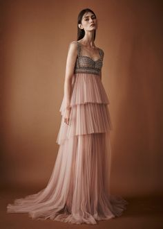 Mendel Spring 2018 Ready-to-Wear Fashion Show Collection: See the complete J. Mendel Spring 2018 Ready-to-Wear collection. Look 32 Couture Mode, Style Couture, Couture Fashion, Runway Fashion, Beautiful Gowns, Beautiful Outfits, Tulle Dress, Dress Up, Vestidos Para Baby Shower