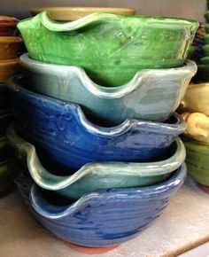 Tony Sly Pottery Bowls...Beautiful! Antique Vases, Pottery Bowls, Rustic Modern, Vintage Antiques, Clay, China, Artists, Tableware, Kitchen