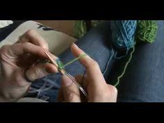 Ou comment faire suivre son fil pour tricoter des motifs de couleurs sur un ouvrage.
