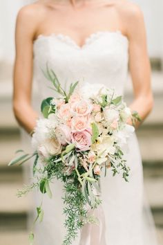 Wedding bouquet idea; photo: Elizabeth Fogarty
