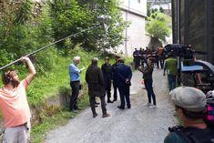 """Es wird wieder ermittelt in Salzburg. Und zwar im Gasteinertal, wo derzeit der fünfte Film der erfolgreichen Krimi-Reihe """"Die Toten von Salzburg"""" gedreht wird. Wir haben für euch beim Dreh hinter die Kulissen geblickt und mit den Darstellern gesprochen."""