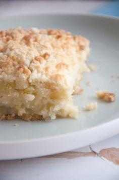 Vegan Rhubarb Crumble Cake via @elephantasticv