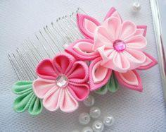 Hecho a mano Kanzashi tela flor pelo peine por MARIASFLOWERPOWER