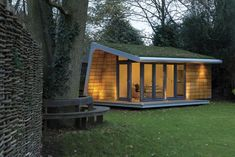small cabin or garden retreat with green roof by Rooms Outdoor