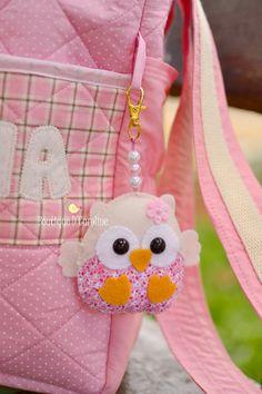 Atelier - Boutique D 'Caroline Felt Animal Patterns, Felt Crafts Patterns, Stuffed Animal Patterns, Felt Owls, Felt Animals, Handmade Ornaments, Handmade Felt, Boutique D Caroline, Diy Baby Gifts