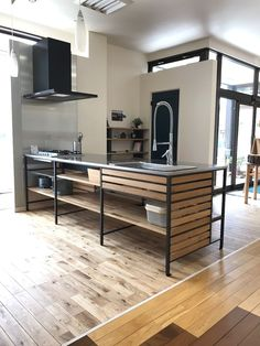 Kitchen design ideas in 2019 loft kitchen, kitchen decor Loft Kitchen, Kitchen Shelves, Diy Kitchen, Kitchen Sinks, Kitchen Decor, Small American Kitchens, Industrial Kitchen Design, Freestanding Kitchen, Japanese Kitchen