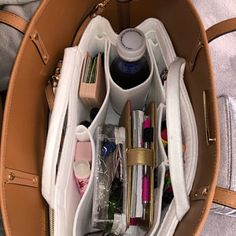 Neverfull GM MM PM Bag Organizer (w/ Double Zipper Pockets), Tote Felt Purse Insert, Cosmetic Diaper Handbag Cherry Gold Metal Zipper My Bags, Purses And Bags, Inside My Bag, Dollar Tree Organization, School Organization, What's In My Purse, Sacs Design, Neverfull Gm, College Bags