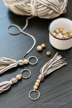 Boho yarn and wooden bead tassel - # yarn bead .- Boho Garn und Holzperle Quaste – Boho yarn and wooden bead tassel - Diy Jewelry For Sale, Diy Jewelry Rings, Diy Jewelry Unique, Beaded Jewelry, Jewelry Making, Diy Jewelry With Beads, Wire Jewelry, Making Bracelets, Glass Jewelry