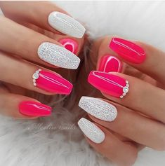 Beautiful Glittering Short Pink Nails Art Designs Idea For Summer And Spring - Lily Fashion Style Short Pink Nails, Bright Summer Acrylic Nails, Bright Pink Nails, Pink Nail Art, Pink Acrylic Nails, Neon Nails, Summer Nails Neon, Color Nails, Short Nail Designs