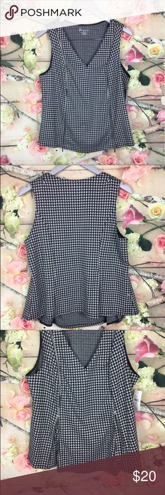 """NEW Lane Bryant size 14/16 black houndstooth cami NEW Lane Bryant size 14/16 black houndstooth zippered front sleeveless cami tank Front zippers add style and can also be unzip for extra room On waist ❤️bust: 22"""". Lengths: 23"""" Lane Bryant Tops Tank Tops"""