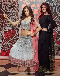 Here is the gorgeous Katrina Kaif unveiling her wax statue at the prestigious Madame Tussauds Wax Museum in . Bollywood Girls, Bollywood Stars, Bollywood Celebrities, Bollywood Actress, Picture Of Katrina Kaif, Katrina Kaif Photo, Isadora Duncan, Madame Tussauds, Wax Statue
