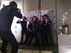 One Direction... What is Louis doing?