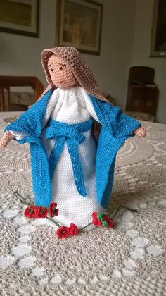 madonna#roma#amigurumi#crochet#uncinetto Madonna, Knitting Projects, Crochet Projects, Christmas Time, Christmas Ornaments, Christmas Traditions, Decoration, Doll Clothes, Knit Crochet