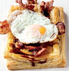 Sunny-side-up breakfast tart special Breakfast Items, Breakfast Recipes, Free Breakfast, Brunch, Mouth Watering Food, Best Dishes, Recipes From Heaven, Special Recipes, Cooking Time