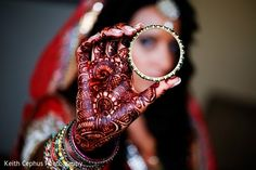 Indian Bride Photography Poses, Indian Bride Poses, Indian Wedding Poses, Indian Wedding Couple Photography, Indian Bridal Photos, Photography Couples, Mehendi, Bridal Mehndi, Bridal Chura