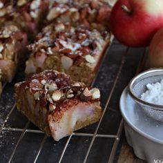 Eplekake som er bittelitt sunnere enn andre eplekaker: mager vaniljekesam og grovt mel gir god smak og god samvittighet. Nyt til kaffen elle ta med på tur!