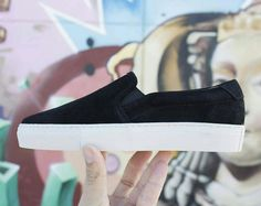 Noir'. Now on pre-sale at walkaroundco.com #walkaround #wa #handmade #blogger #bloggerfashion #blog #shoes #spain #shoes #zapatos #zapatillas #sneakers #sneaker #sneakerhead #SlipOn