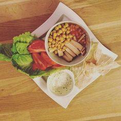 Fiiiiha nálož💣 #dnesjemvegan #vegan #foodporn #dinner #vegetable #chickpeas #beans #smokedtofu #soyayoghurt #koriandr #tortillachips #nebíčko  Yummery - best recipes. Follow Us! #foodporn