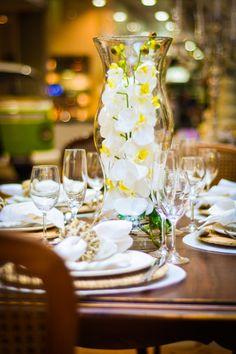 Tendências de decorações em casamento - Centro de mesa com Flores Permanentes - Formosinha Decorações. Flores artificiais, especialmente orquídeas, estão com tudo!