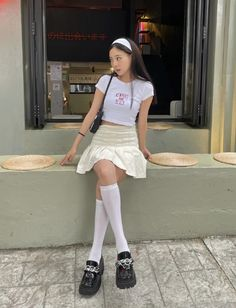 Korean Girl Fashion, Ulzzang Fashion, Kpop Fashion Outfits, Girls Fashion Clothes, Cute Outfits With Jeans, Cute Casual Outfits, Pretty Outfits, Aesthetic Fashion, Aesthetic Clothes
