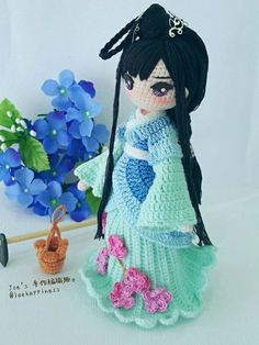 Japanese girl in kimono – Artofit Crochet Doll Pattern, Crochet Patterns Amigurumi, Amigurumi Doll, Knitted Dolls, Crochet Dolls, Crochet Yarn, Kawaii Crochet, Cute Crochet, Kokeshi Dolls